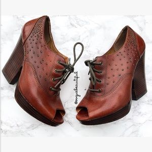 Frye Chelsea Studded Heeled Oxford